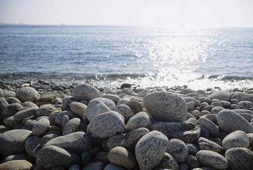 houlakia-pebbles