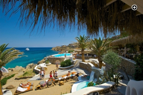 Jackie-O-Beach+-restaurant-and-bar-at-Super-Paradise-Mykonos-photo-posted-on-Facebook-by-Carsten-Stehr